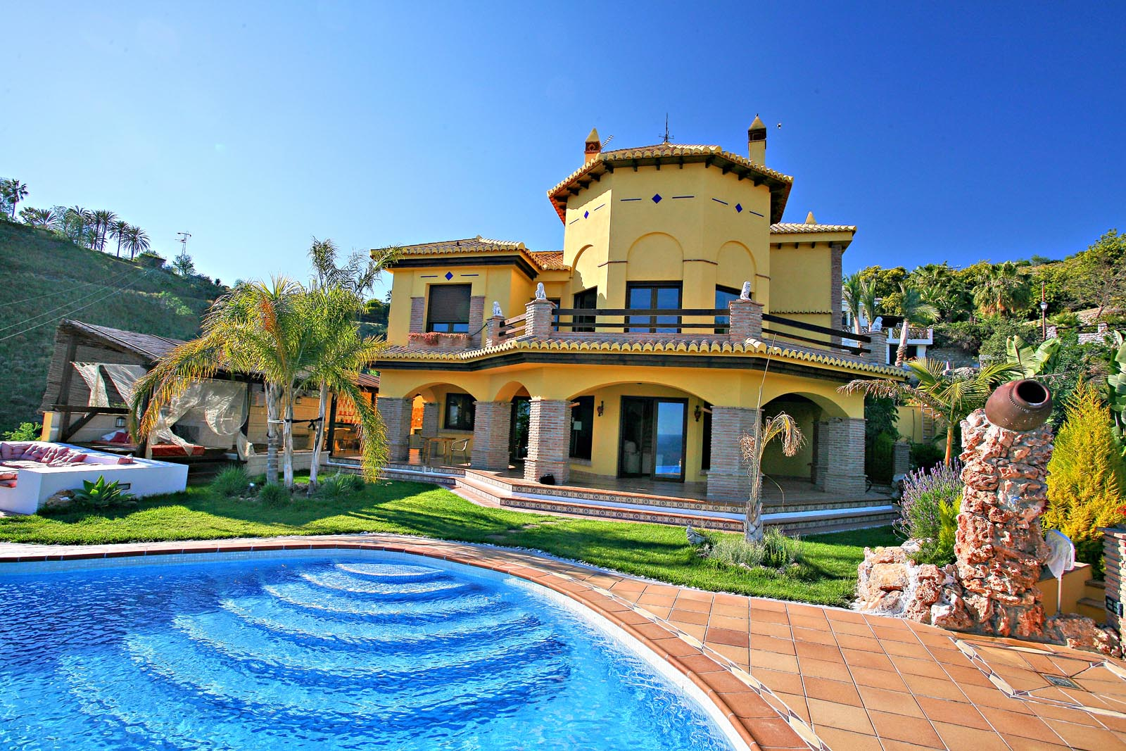 Holiday villas in spain spanish villa holidays direct for Villas apartments